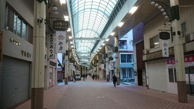 朝の元町商店街